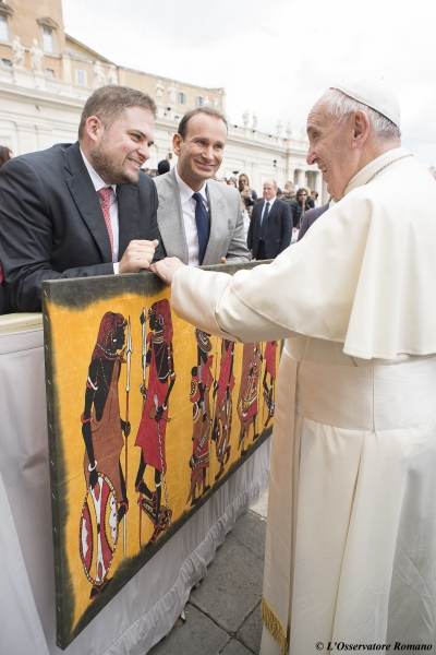 "Pope Francis receives AISES Young 2015 Award ""Standing on the shoulders of giants"""